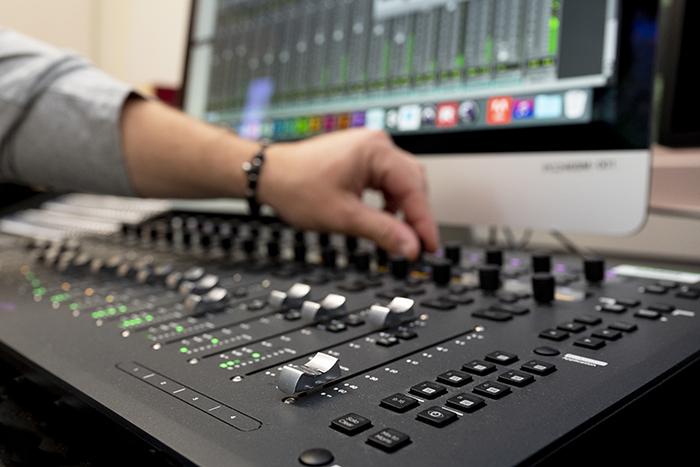 亚搏体育APP官网下载数字媒体工作室音板